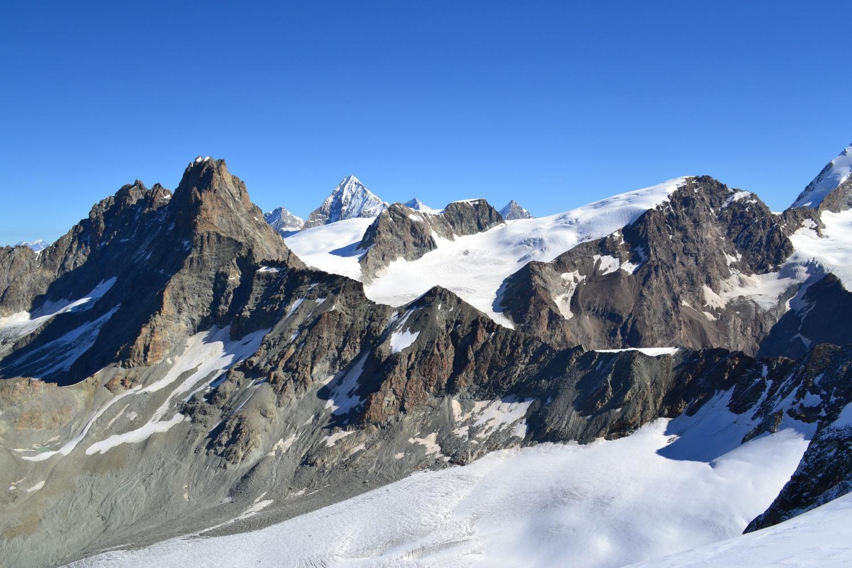 panorama dalla cima su Dents des Bouquetins, Dent Blanche e Tête de Valpelline