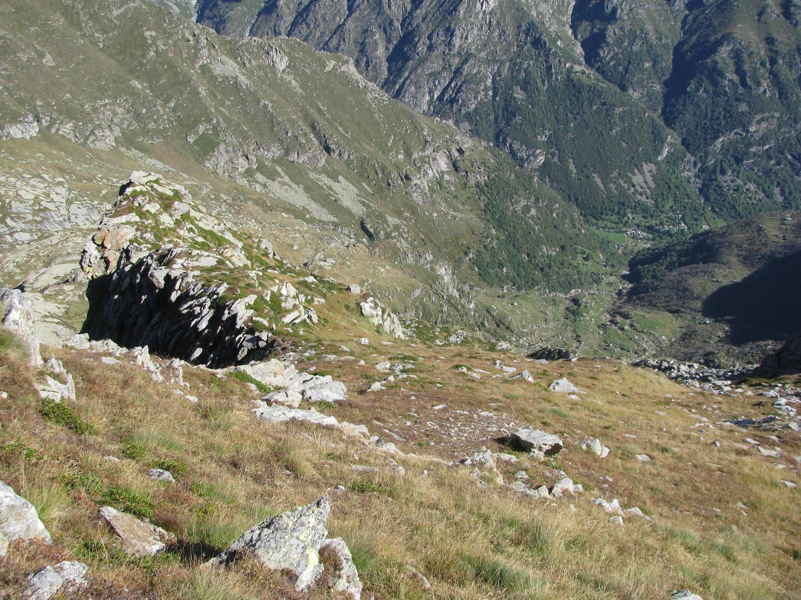 In basso, il borgo di Talorno