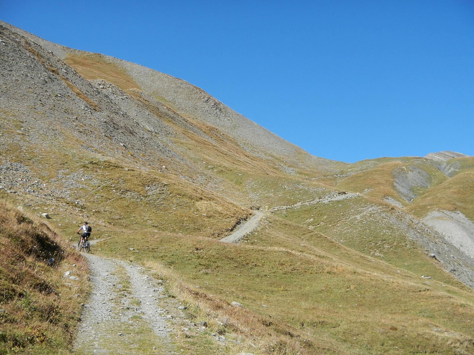 in vista della Bassa di Colombart 2461 m.