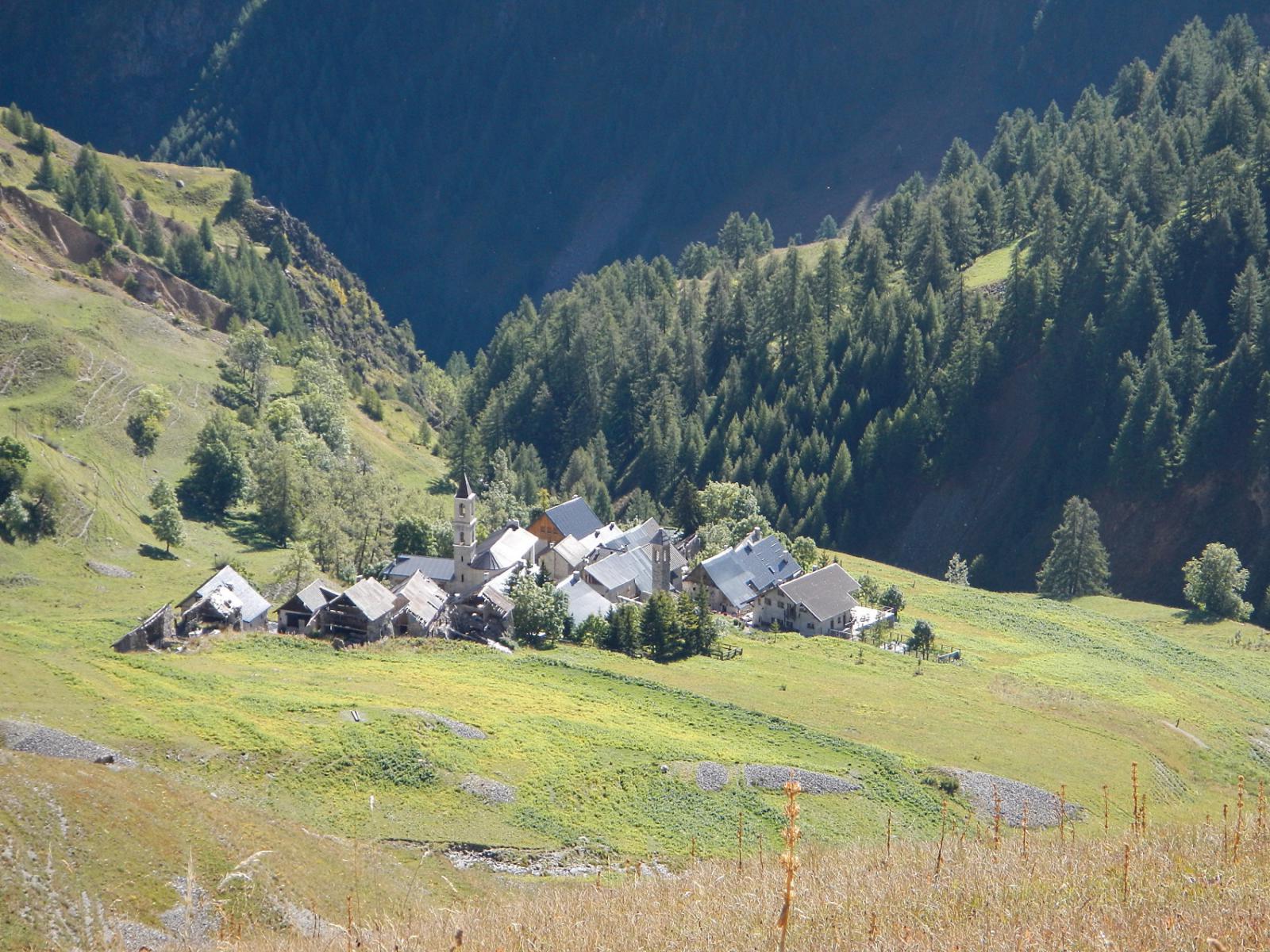 la borgata Ferriere 1850 m. vista dall'alto