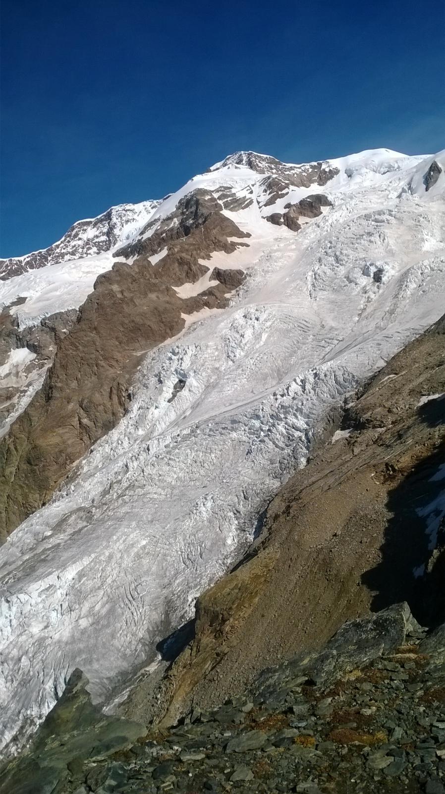 a crepacciata del ghiacciaio del lys e il liskamm orientale.