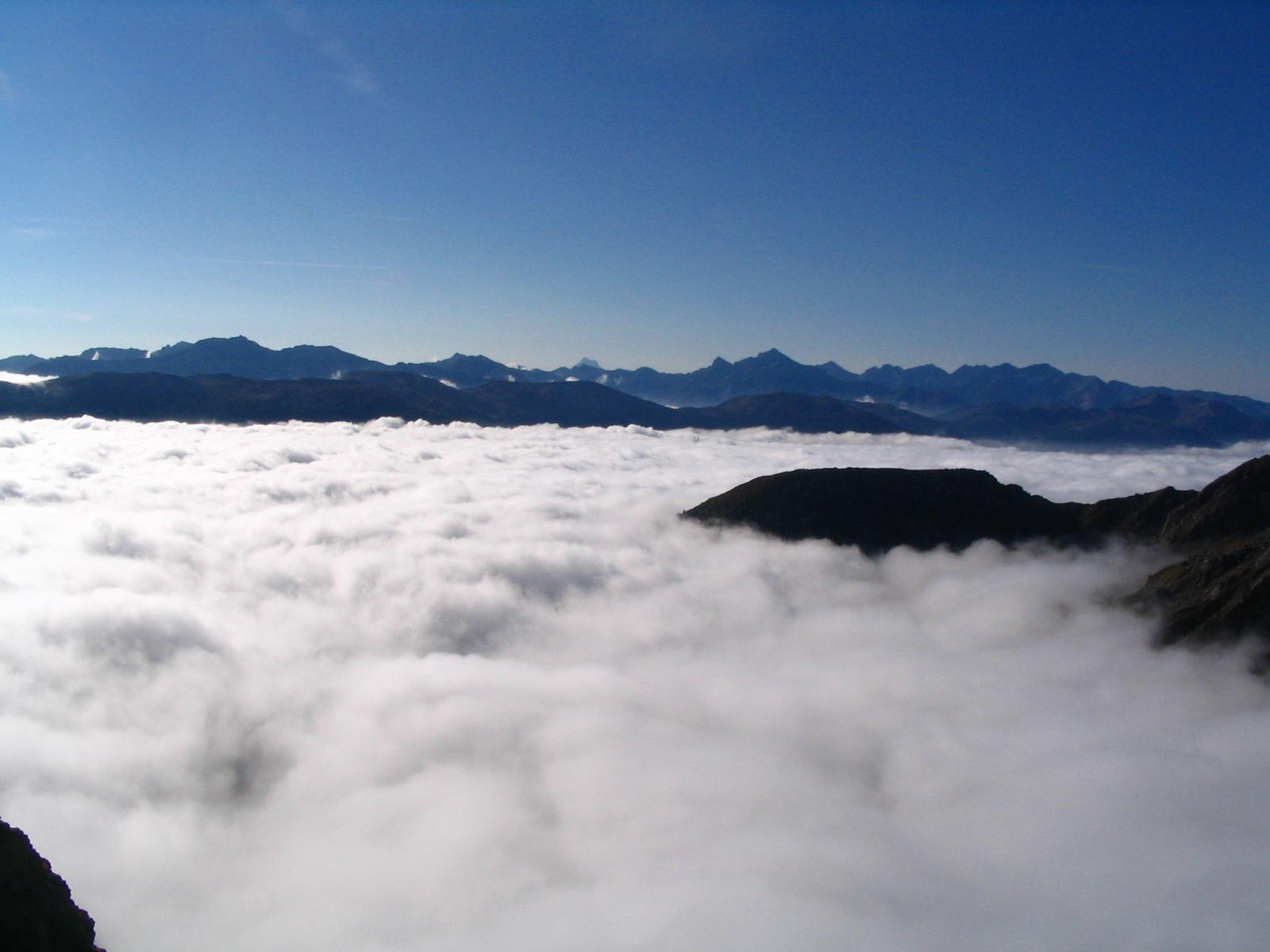 Mare di nubi sotto di noi