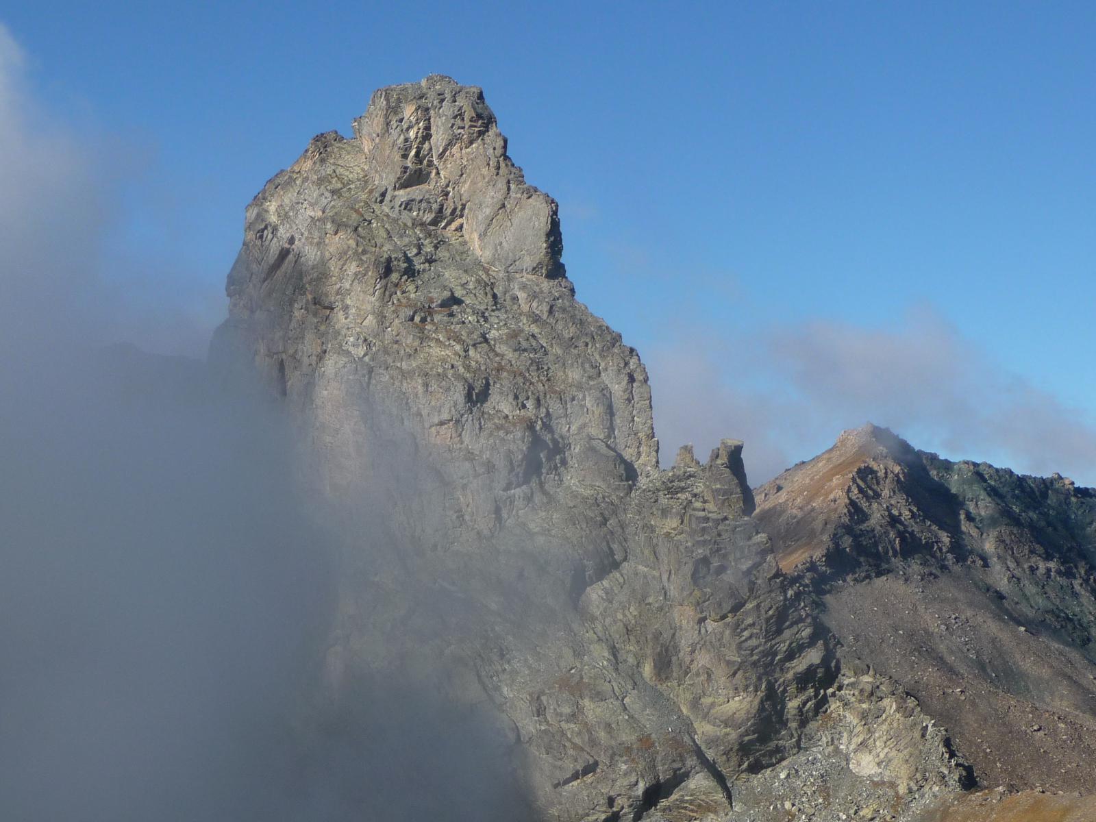 Roc de la Niera fra le nebbie