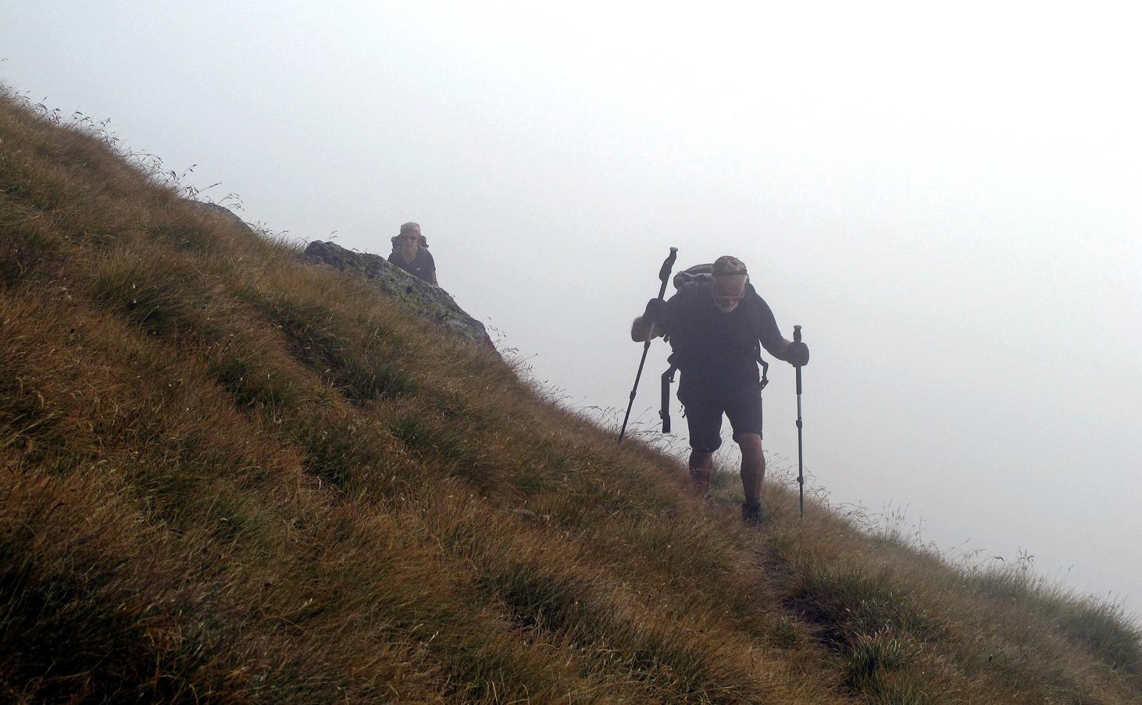 Nebbia fitta,ma qui il sentiero è ben segnato