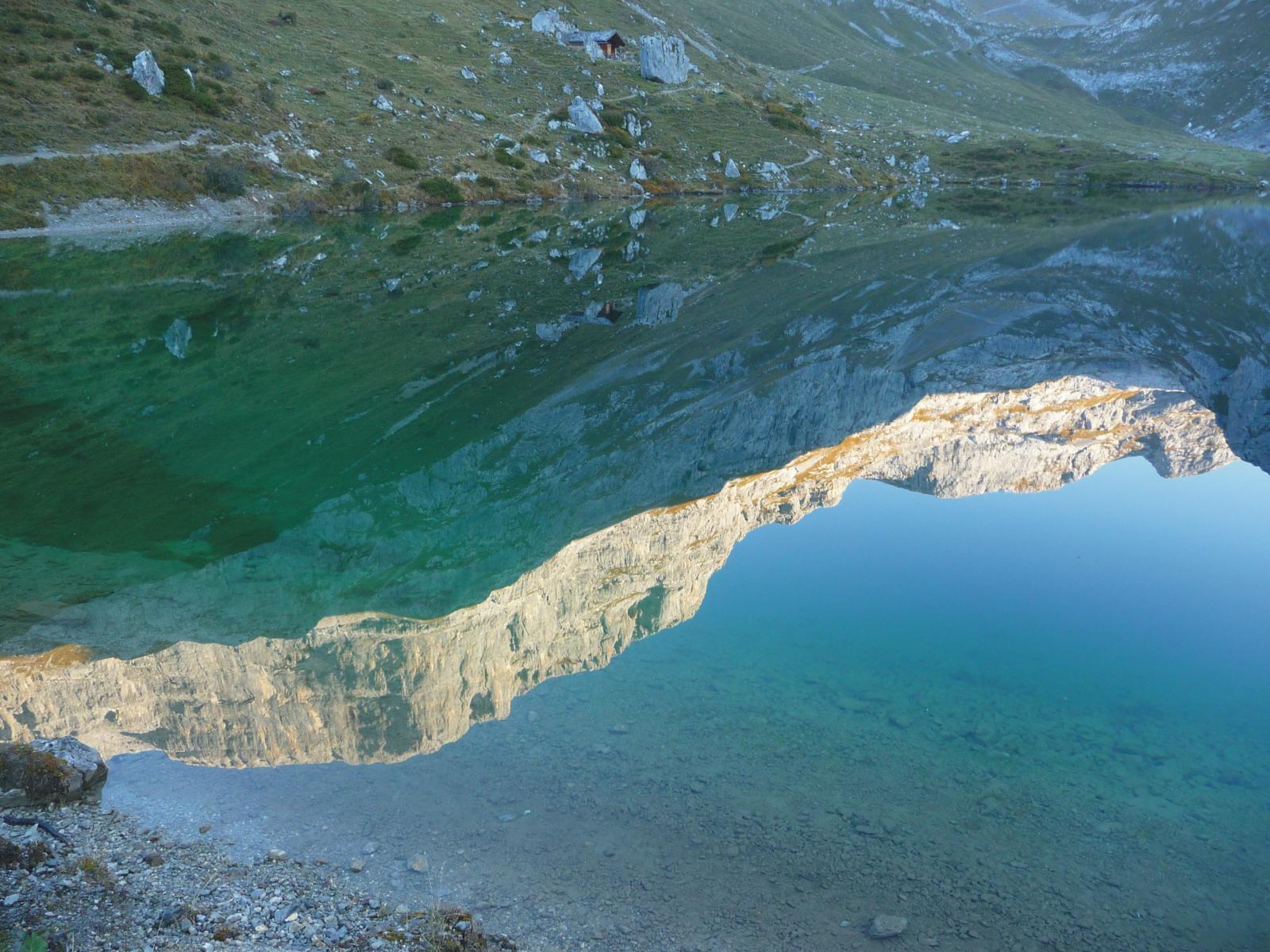 il Gamstobelwand si specchia nel lago di Partnun