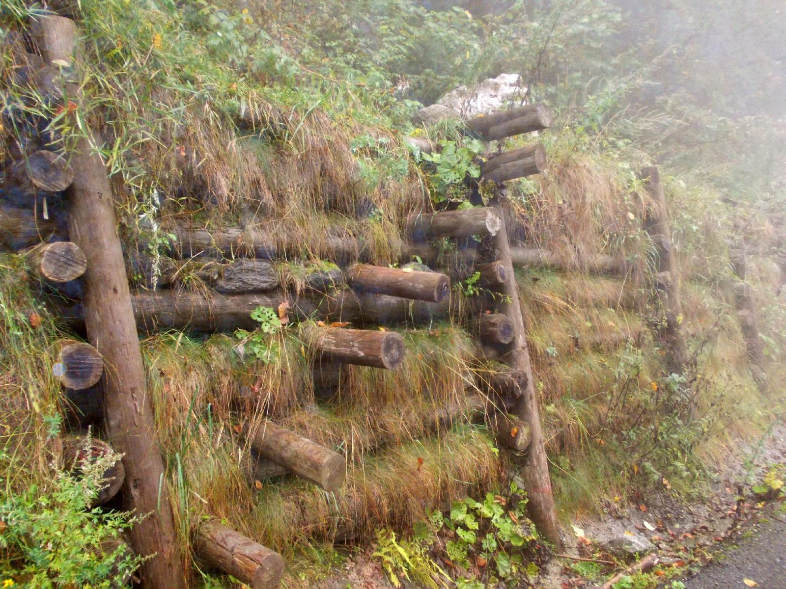la scaletta a fine sentiero a Ponte Murato