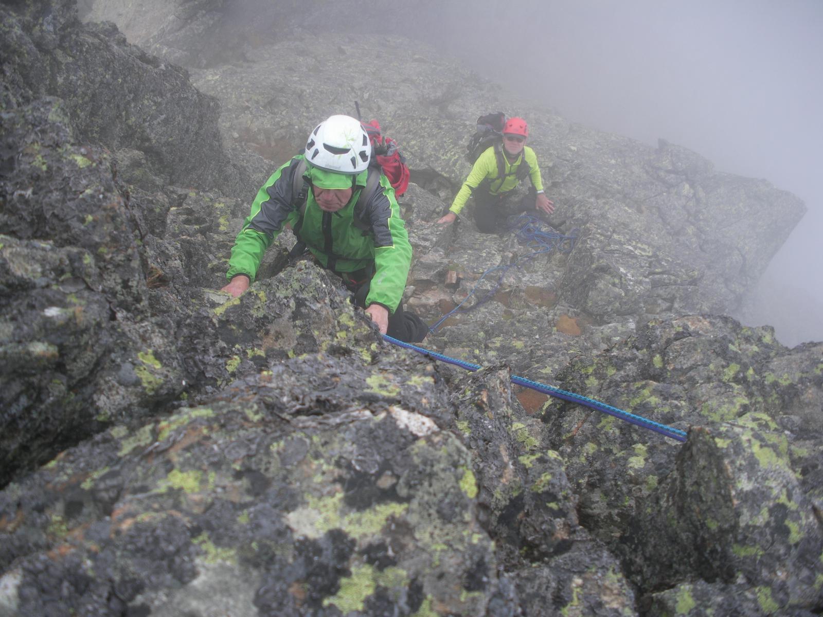 facile ma su roccia viscida e lichenosa..