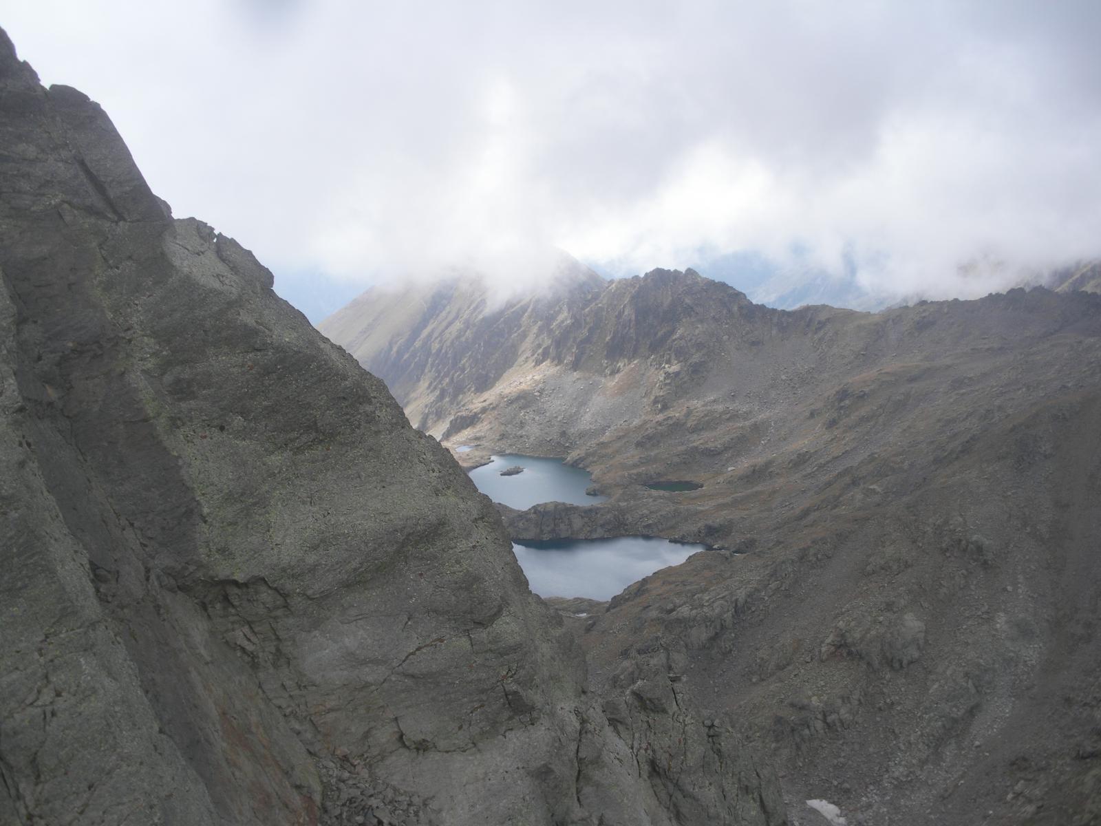 I laghi Chaffur e di Cimon nella conca del Rabouns dal colletto Bertrand..