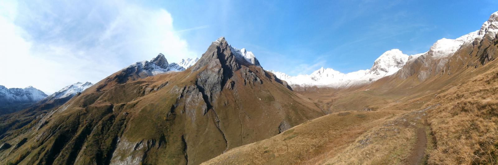 sull'alta via n.1 .nel vallone della Tsa des Merdeux...