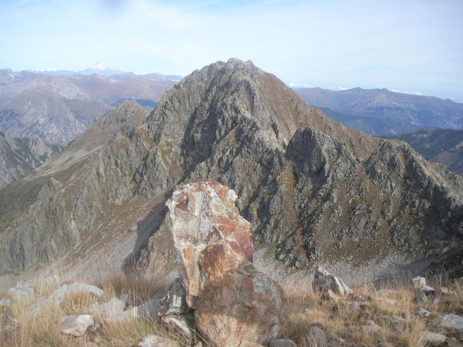 La massiccia Cairiliera dalla cresta sud.ovest q.2615m