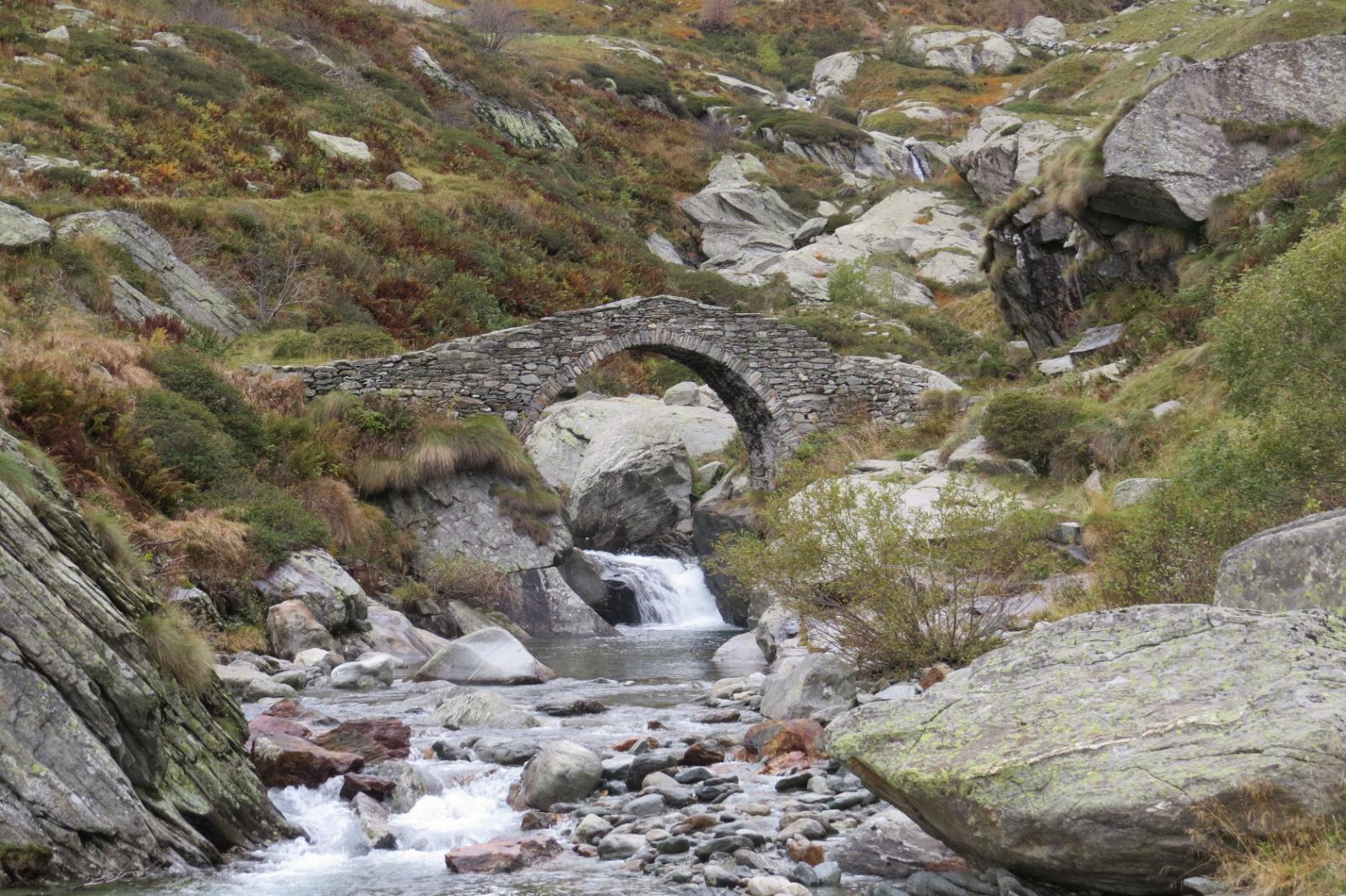 Ponte romanico di Pasquere