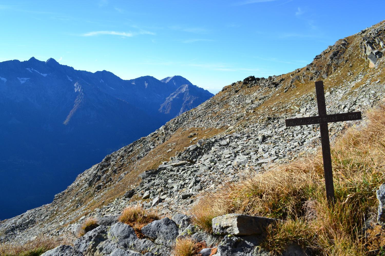 punto panoramico con croce salendo al passo