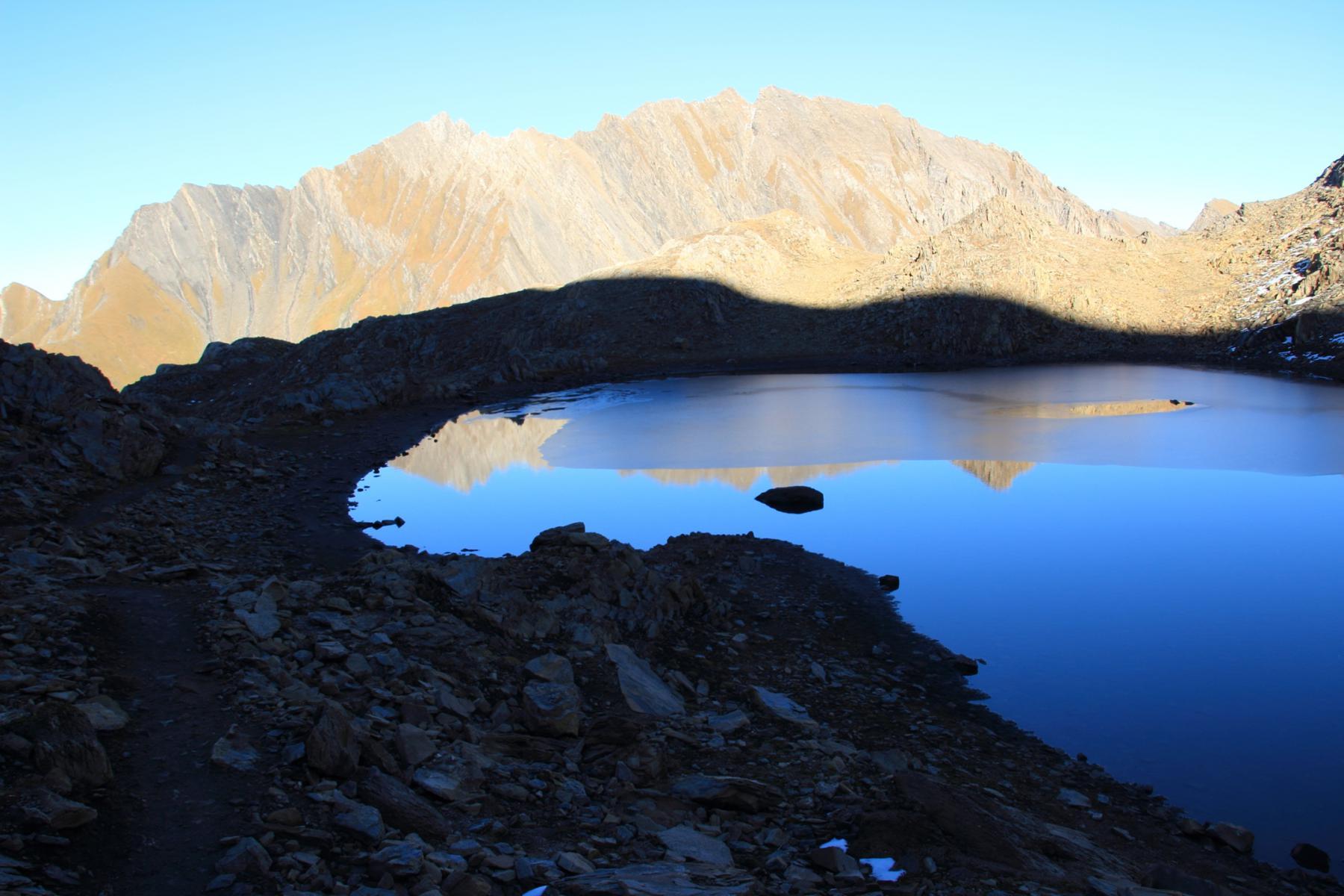 ripassando nei pressi del piccolo laghetto sotto la cima