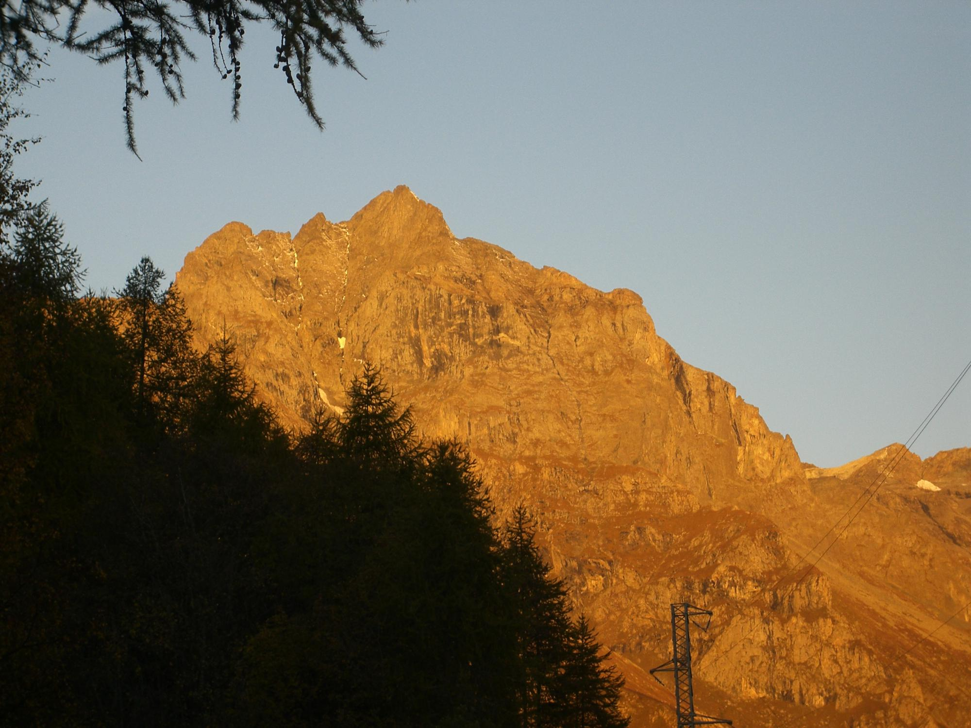 Prime luci sul Monte Lera alla partenza