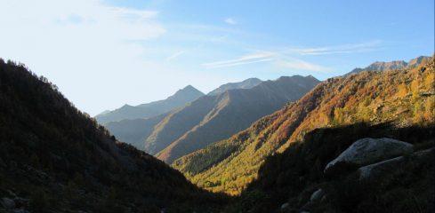 panorama sulla valle salendo verso l'alpe Anval