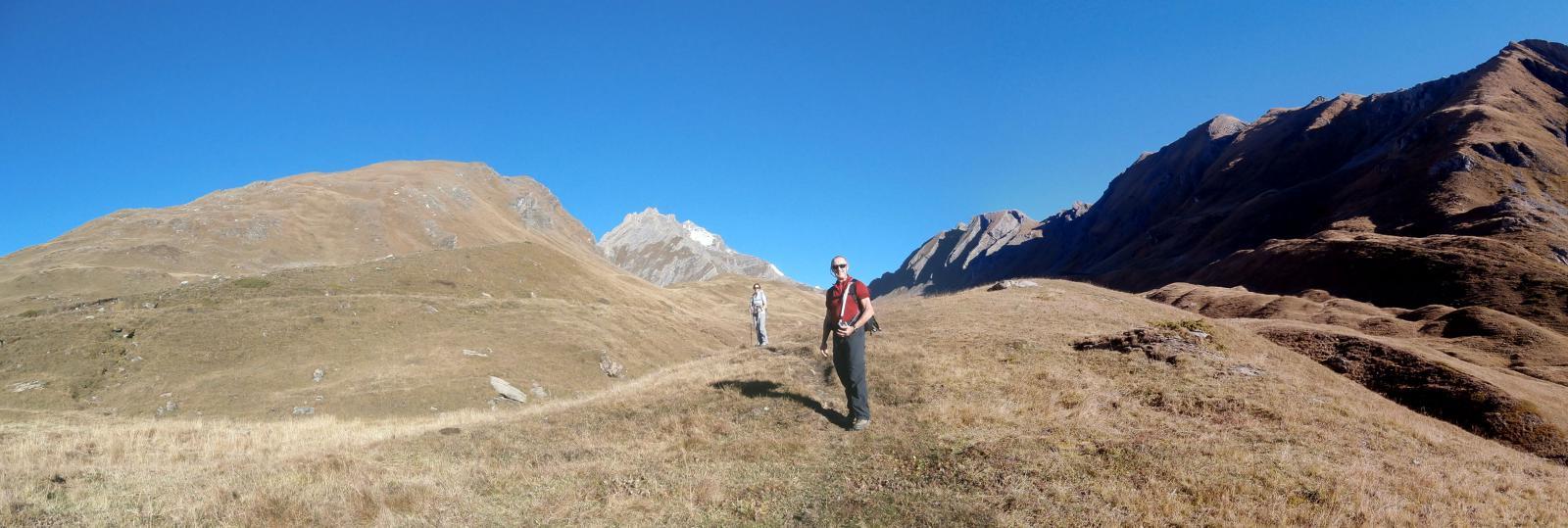 inizia il vallone dell'Orgère,sullo sfondo si intravede la punta del Monte Bianco ed il Berrio...