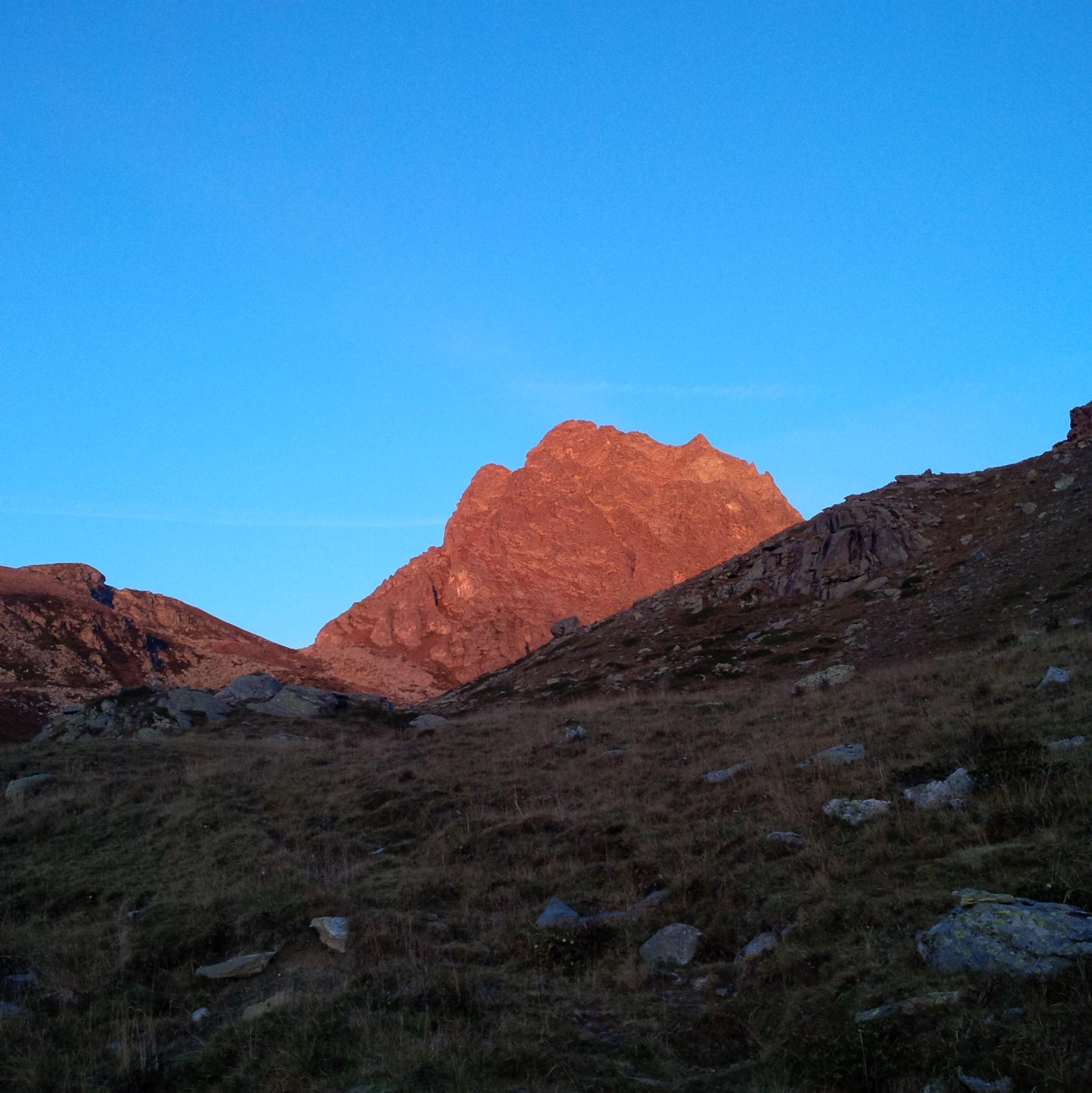La Torre all'alba (foto E. Lana).