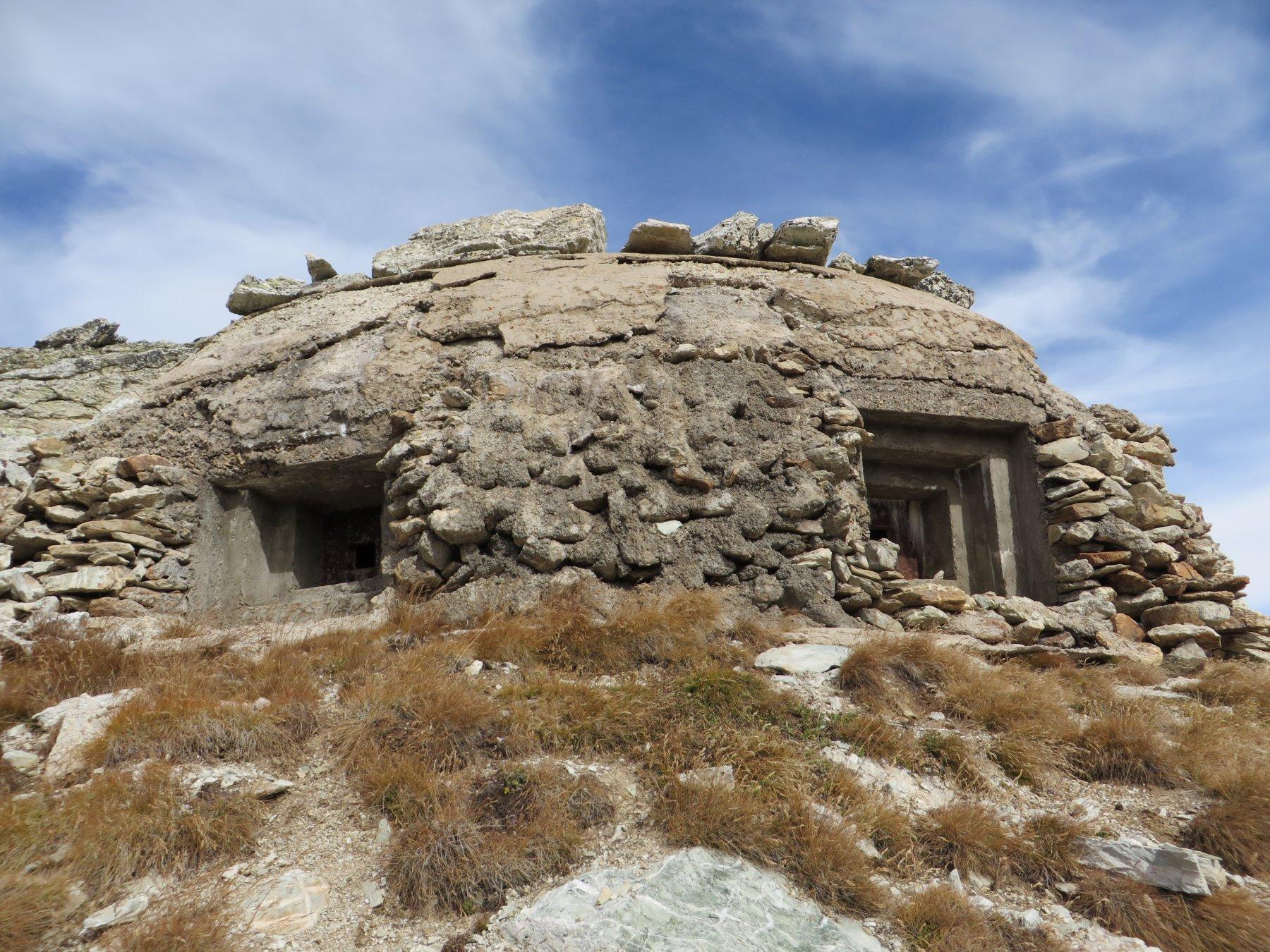 Uno dei tanti bunker in zona