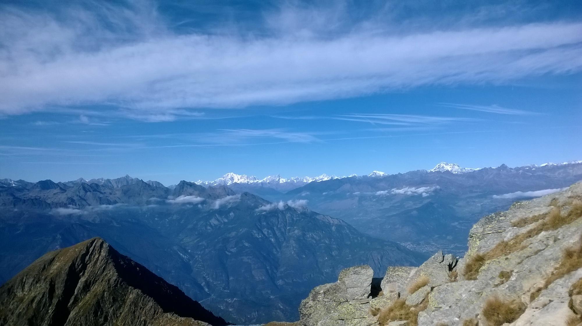 vista sull'alta valle dal monte bianco al gran conbin.