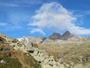 Una strana nuvola su Roccia Azzurra e Monveso di Forzo
