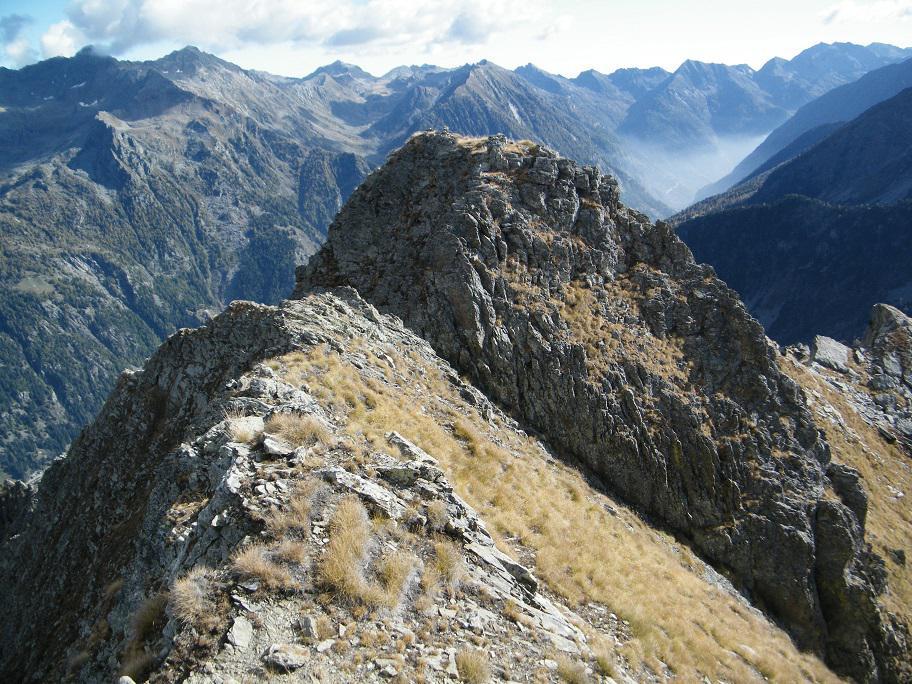 Il passaggio dell'intaglio visto dalla cresta finale