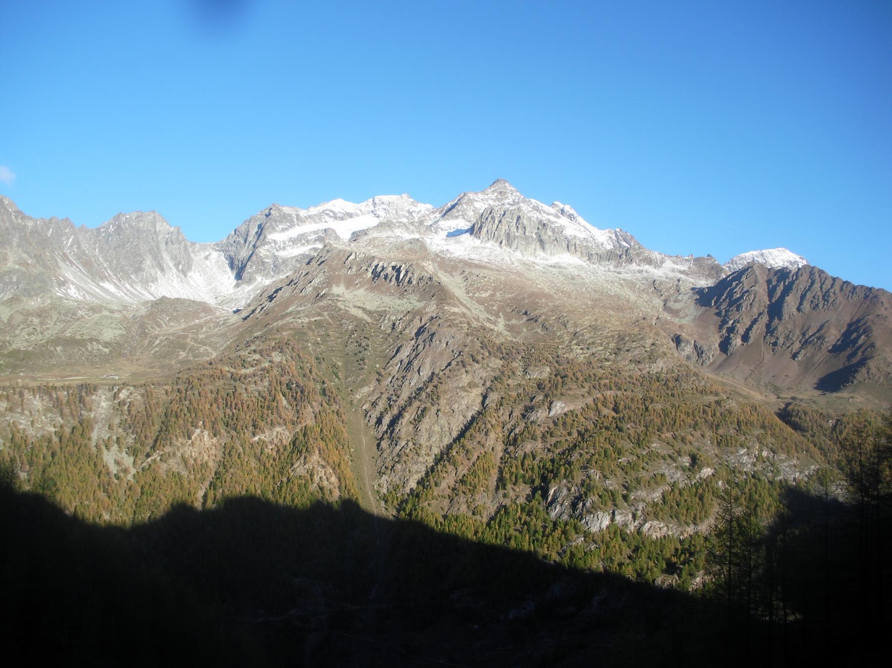 la Becca di Chardonnay e il M.Cervo..dal vallone di Ombreintse alla Becca d'Invergnaou..