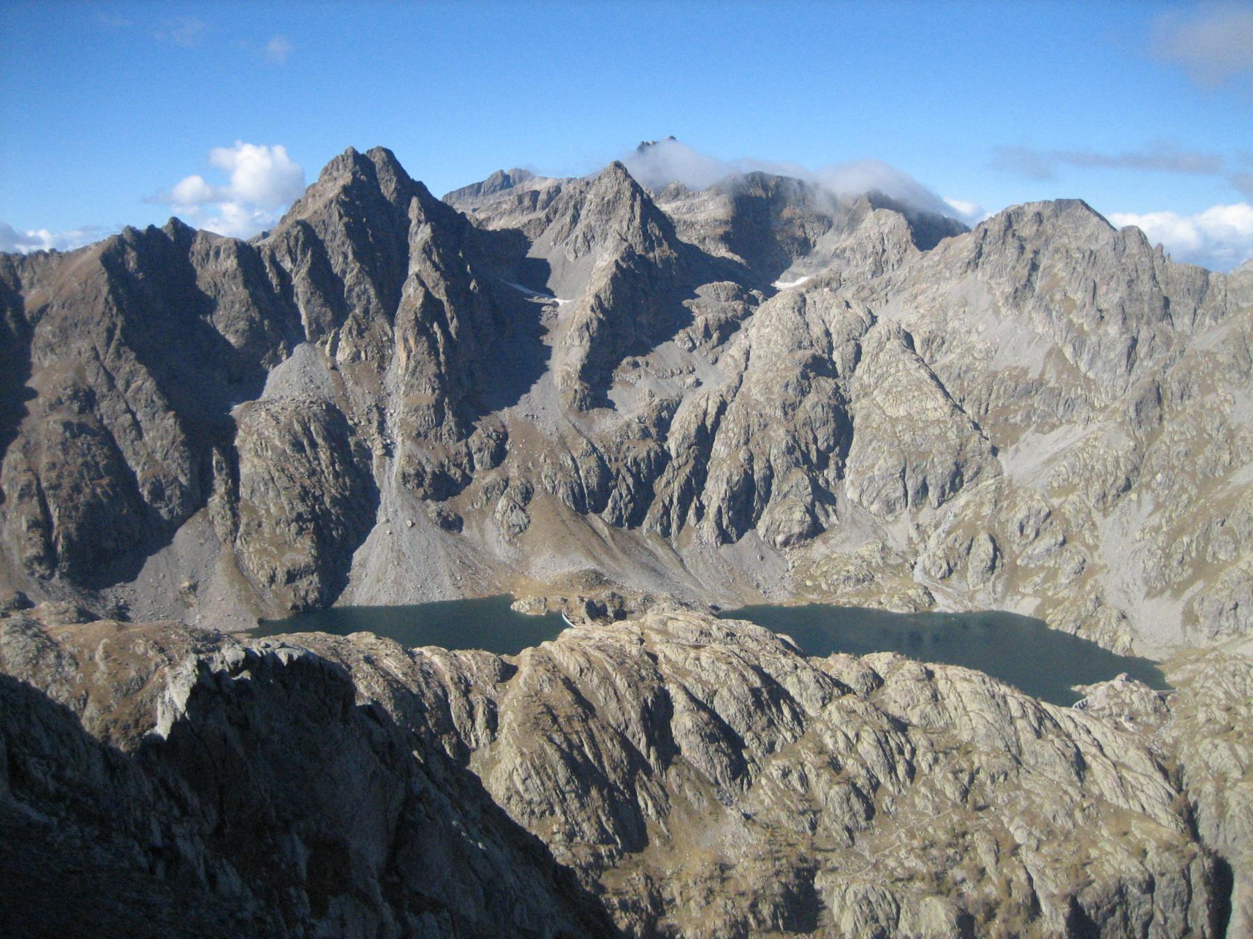 I laghi della Valmasque con il Gelas e Clapier sullo sfondo.