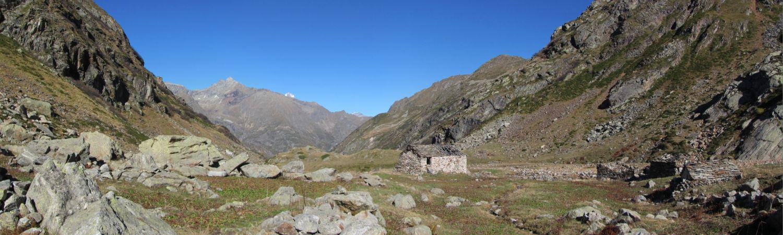 Il lungo vallone e l'Alpe Camino