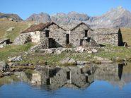 L'Alpe riflessa nel laghetto