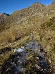 Ghiaccio sul sentiero verso i Lacs de Prals