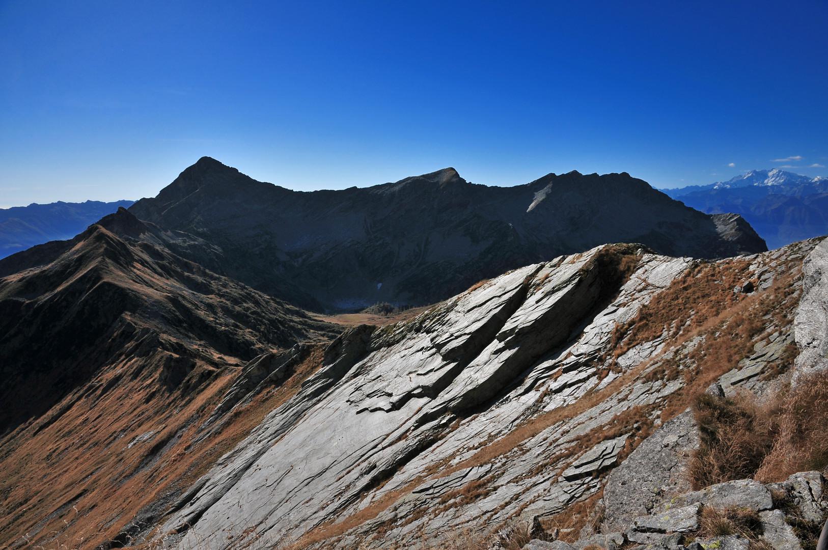 Piodate della cima Sud; sullo sfondo il gruppo Pioda di CranaCasaletti