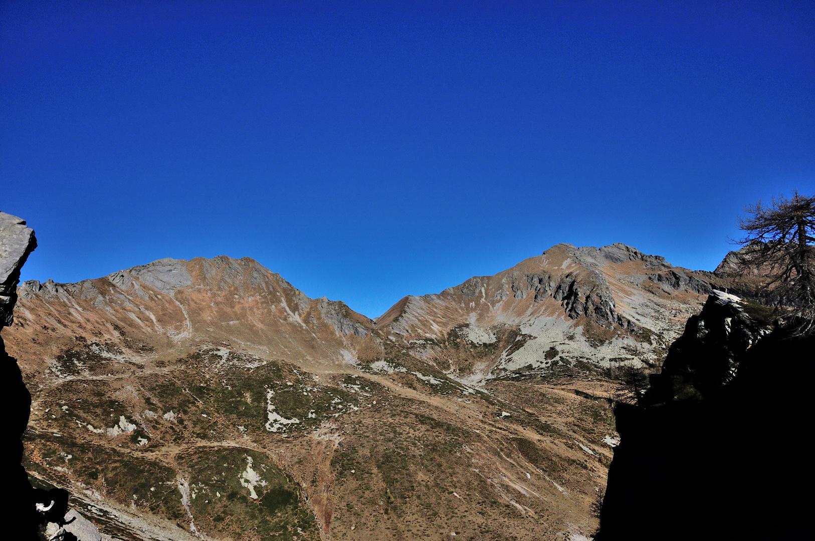 Pizzo Campolatte e Punta di Pezza comune viste dalla forcella a m 2041