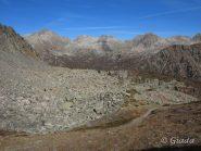 Dal colle uno sguardo su Les Adus e i monti dietro
