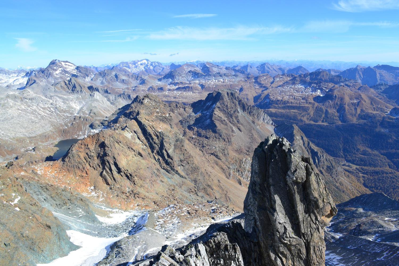 panorama dalla Punta Gerla in direzione dell'Arbola e del vallone di salita