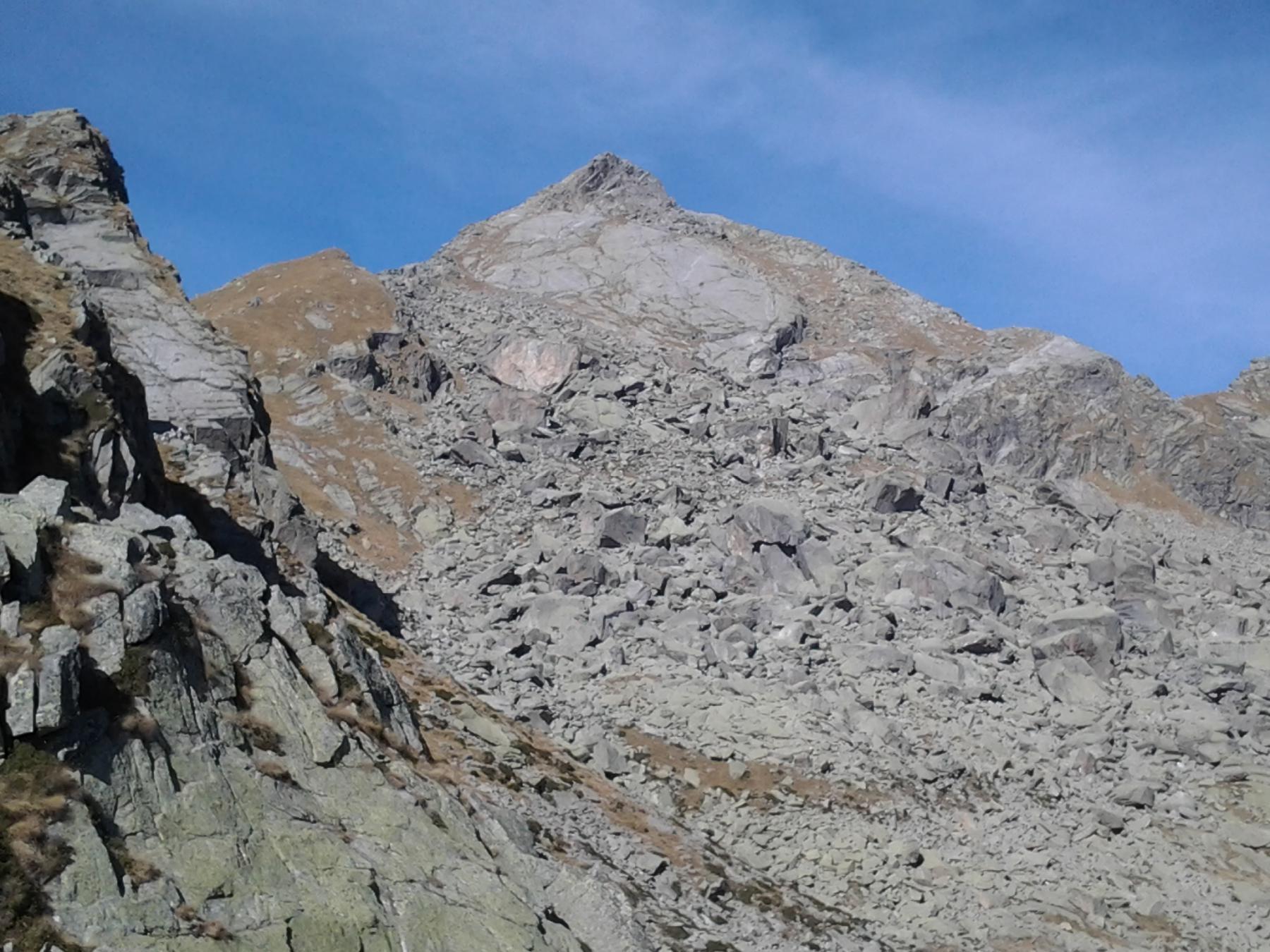 La caratteristica sagoma del M. Colombo dal pian Marmotin