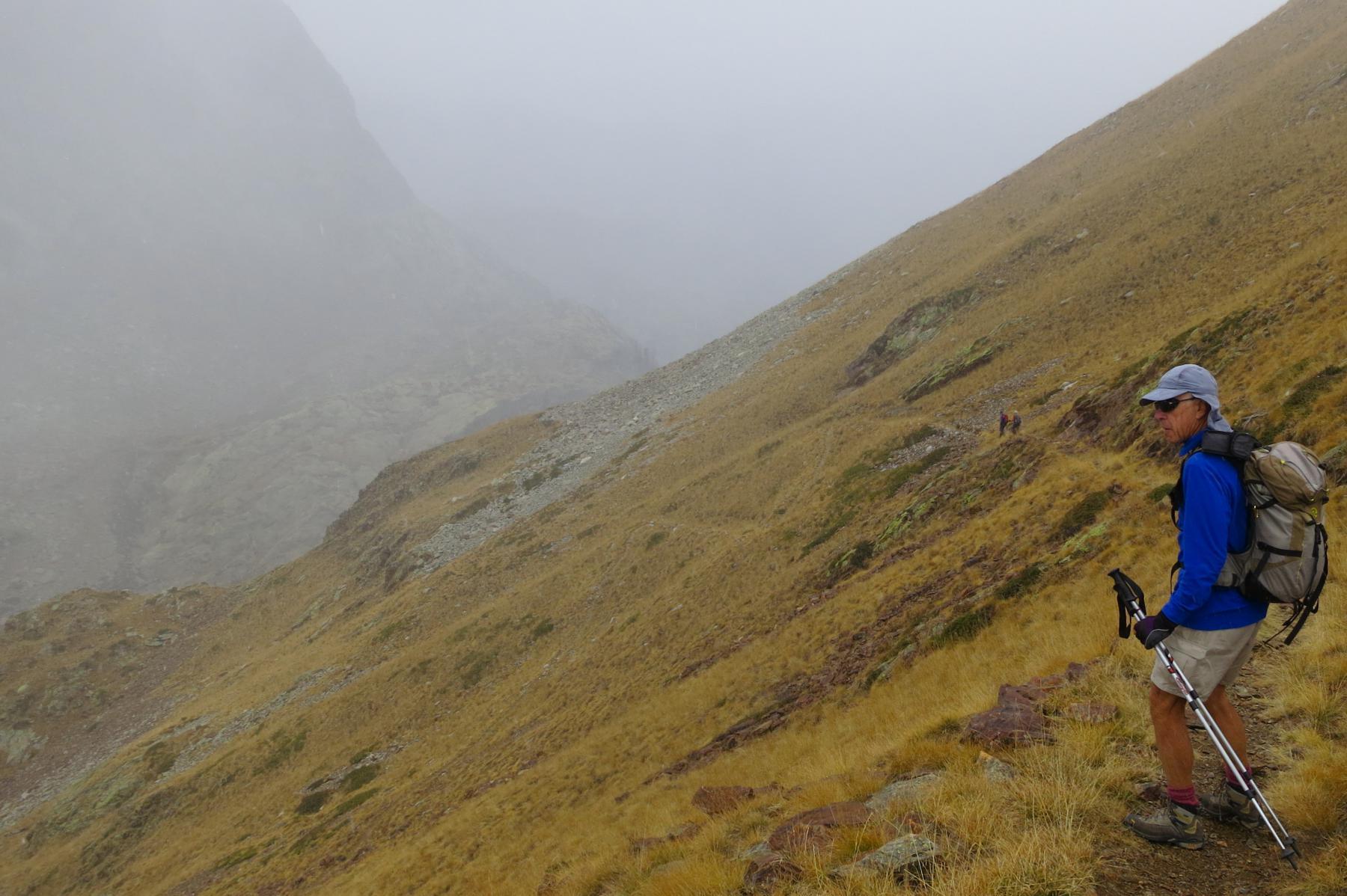 il sentiero riscende verso la Valscura