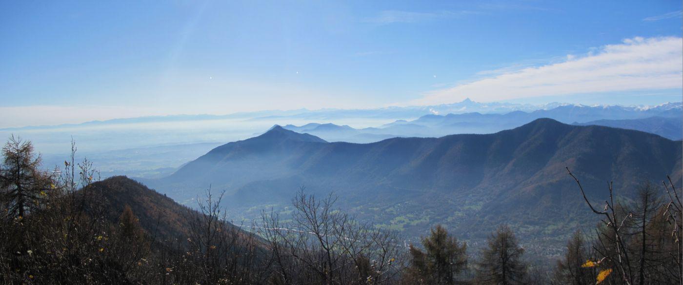 panorama dalla vetta sul Musinè e il Monviso