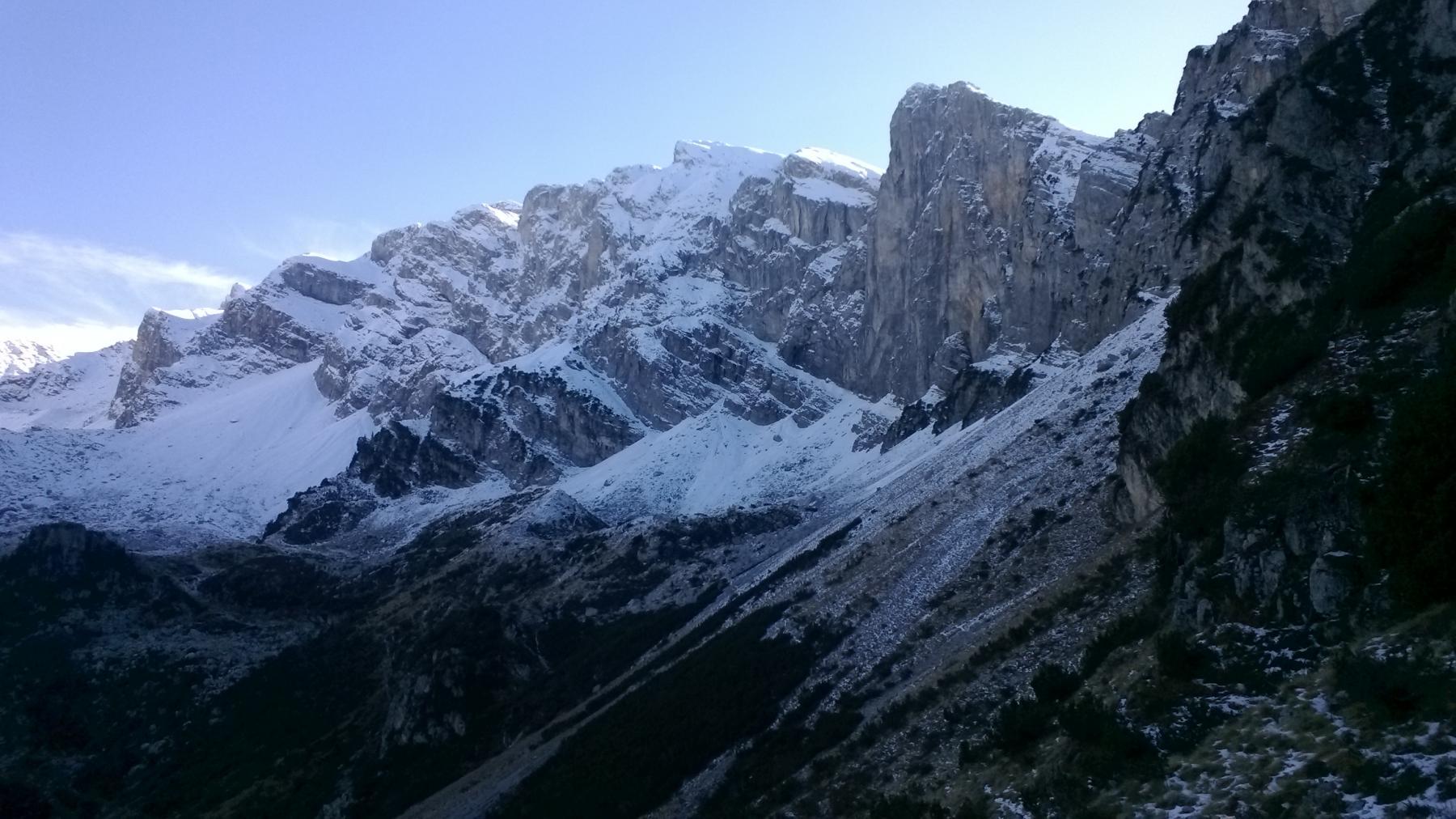 Panorama sul gruppo del Marguareis scendendo nel vallone omonimo