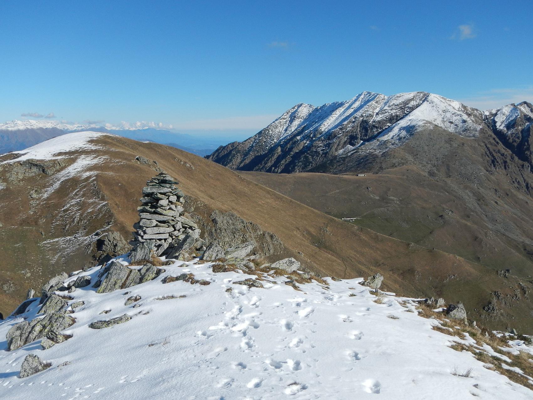 quota 2050 m. vista sul Colle Lombardo e Monte Civrari