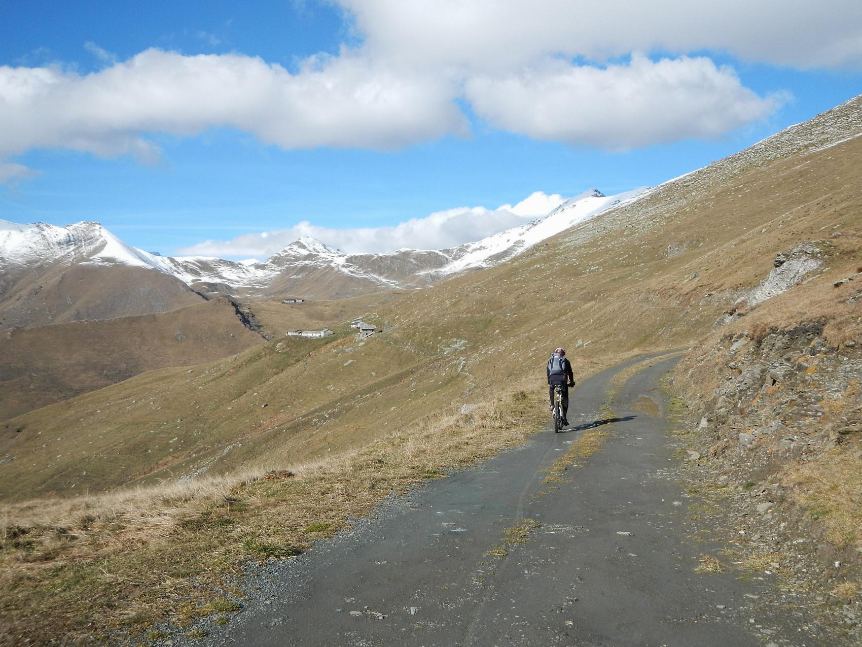 di nuovo su sterrato verso l'Alpe della Portia