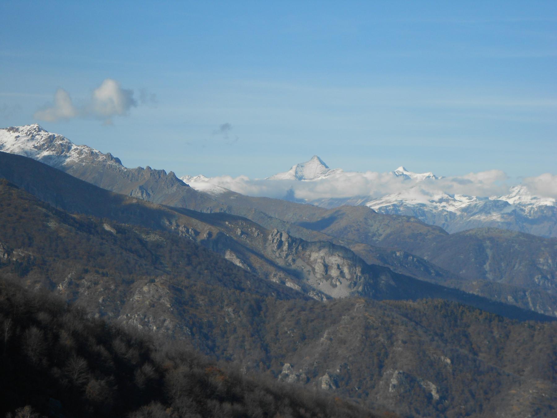 Bel panorama verso il Rocciamelone, con I Picchi del Pagliaio e, in primo piano, Rocca Parey..