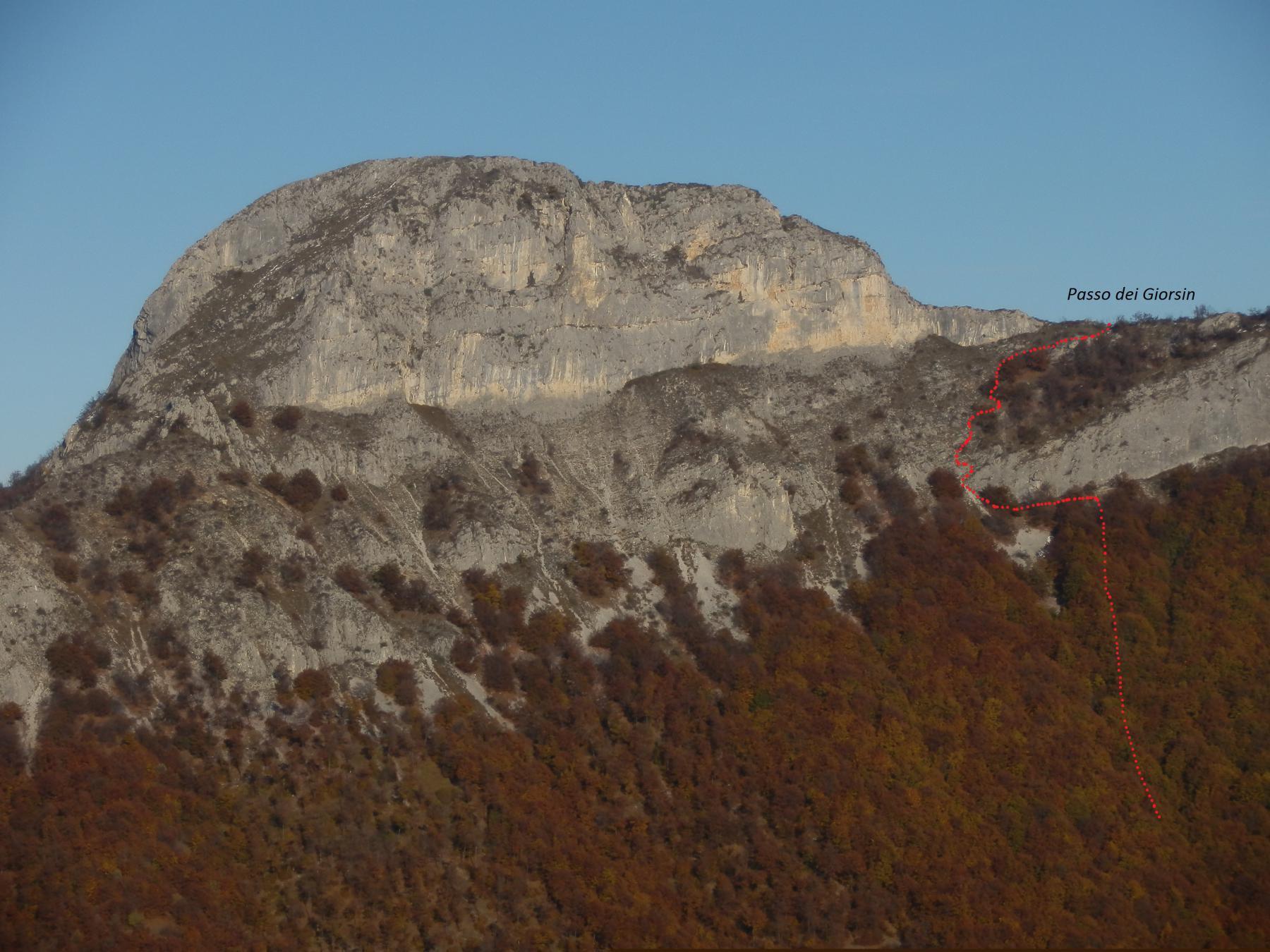 Rocca Vanciarampi vista dal M.te Corno (nov-2011); traccia fuori sentiero fino al Passo dei Giorsin