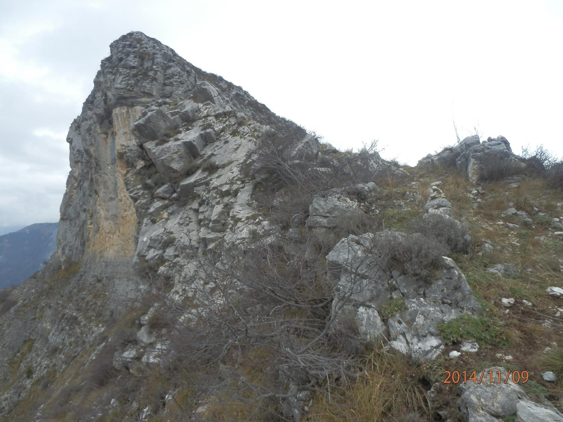 4- arrivo al Passo dei Giorsin, a sx antecima della Rocca