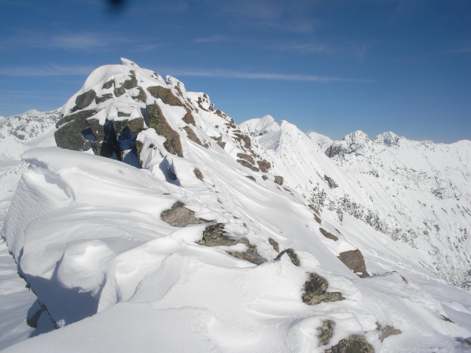 la cresta che verso nord-est porta alle Torrette di Lavina..