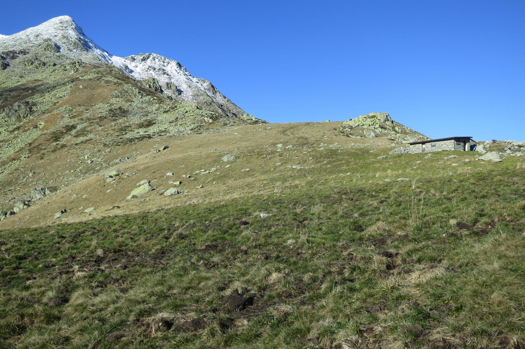 la costa della mula si impenna con la pietraia finale della cima