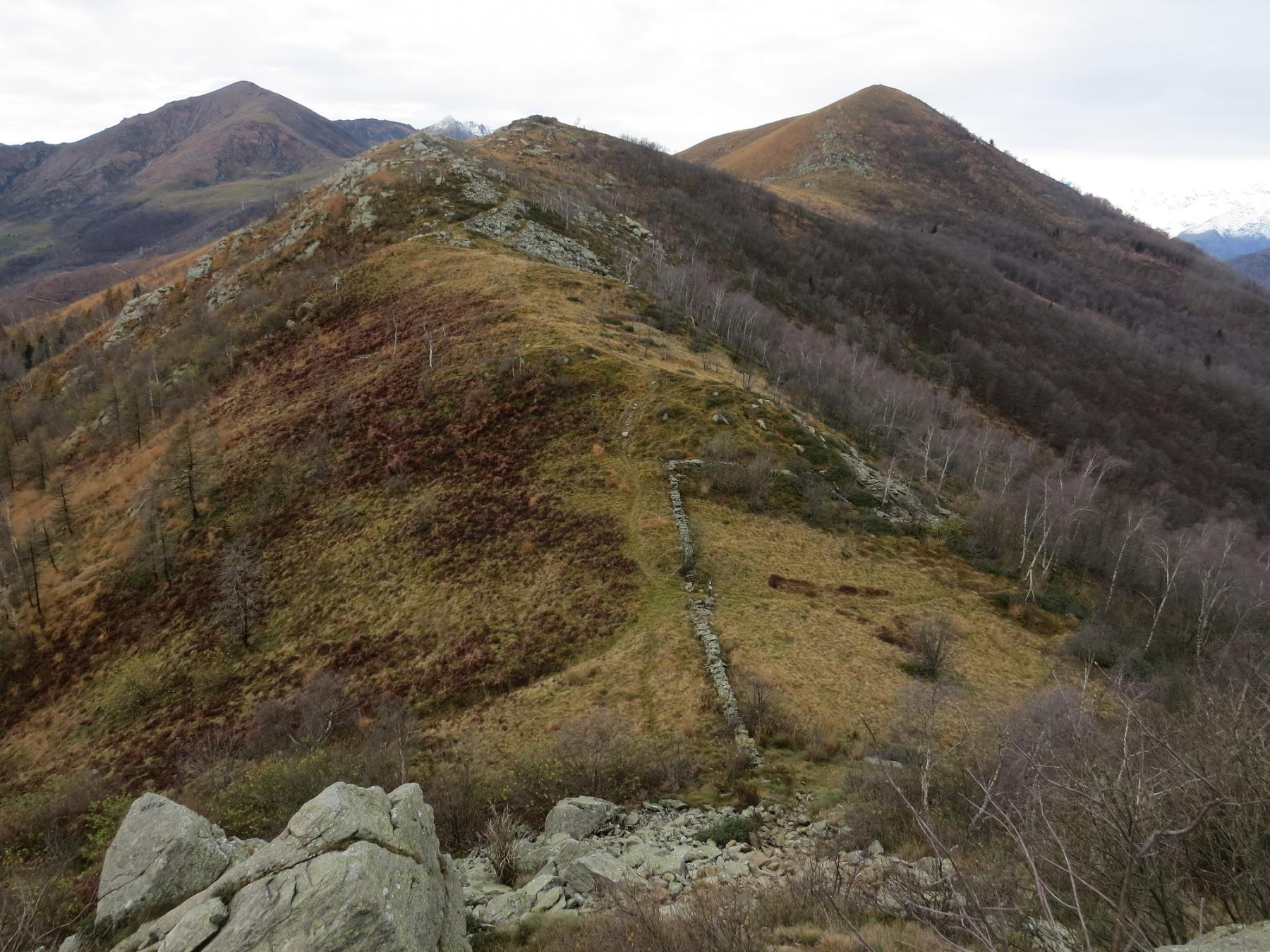 Monte Soglio e Cima Mares, visti dalle Rocche di San Martino