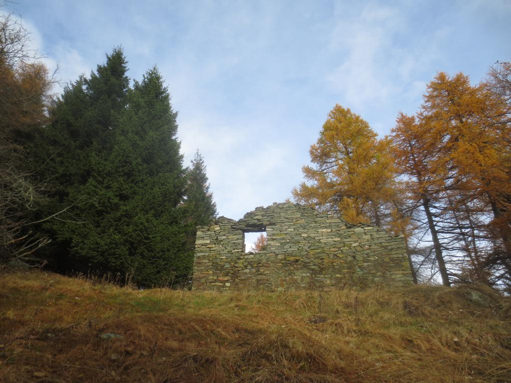 ruderi della baita a quota 1620