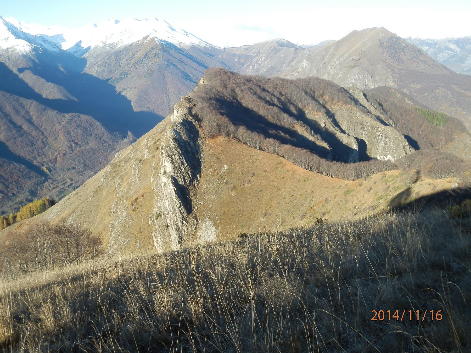 Punta Splaiera e dorsale vs M.te Corno viste salendo alla Punta di Balmarossa