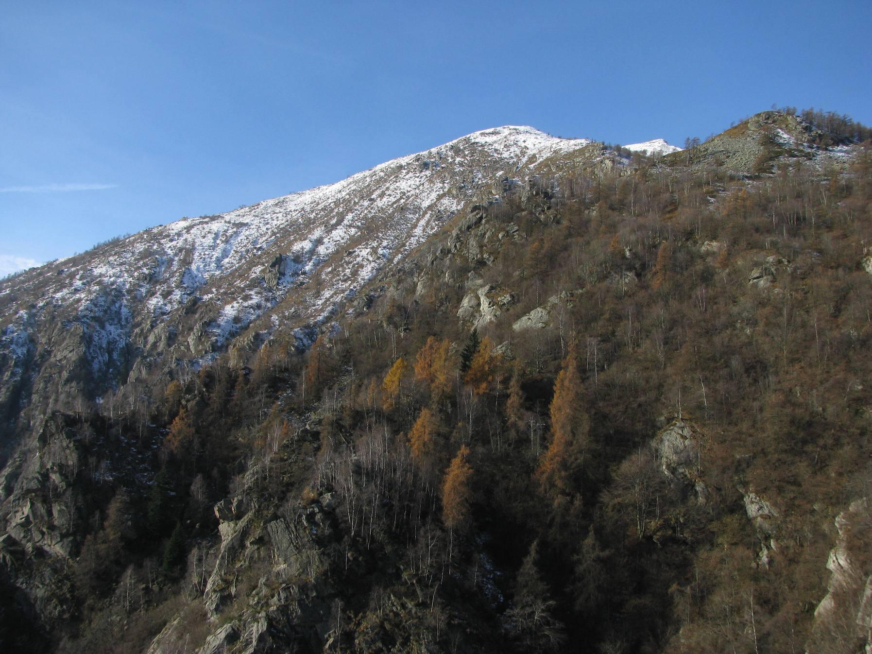In alto l'ante-cima dell'Arbella