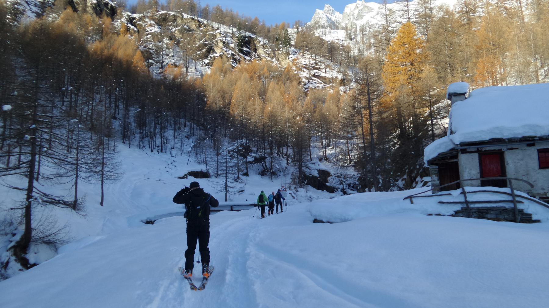 scialpinisti e ciaspolatori in marcia verso Piedimonte